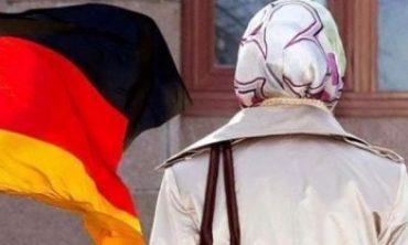 Alman Anayasa Mahkemesi: Başörtüsü tehlike değil