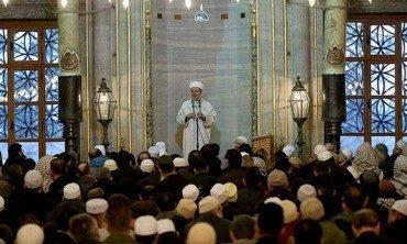 Diyanet İşleri Başkanı Görmez, Sultanahmet Camii'nde sabah namazı buluşmalarına katıldı